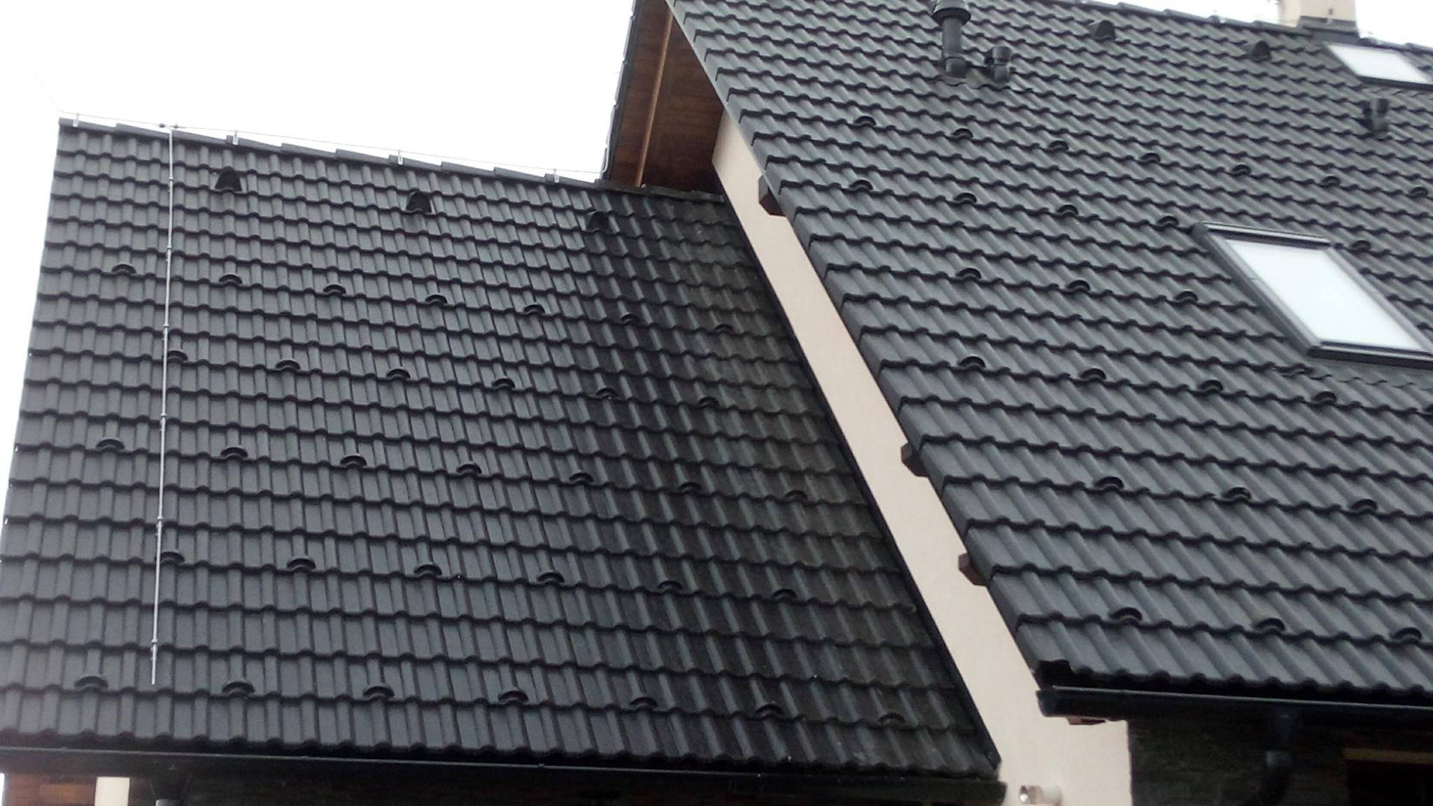 Dokončena montáž hromosvodu na novostavbě rodinného domu v Krouně